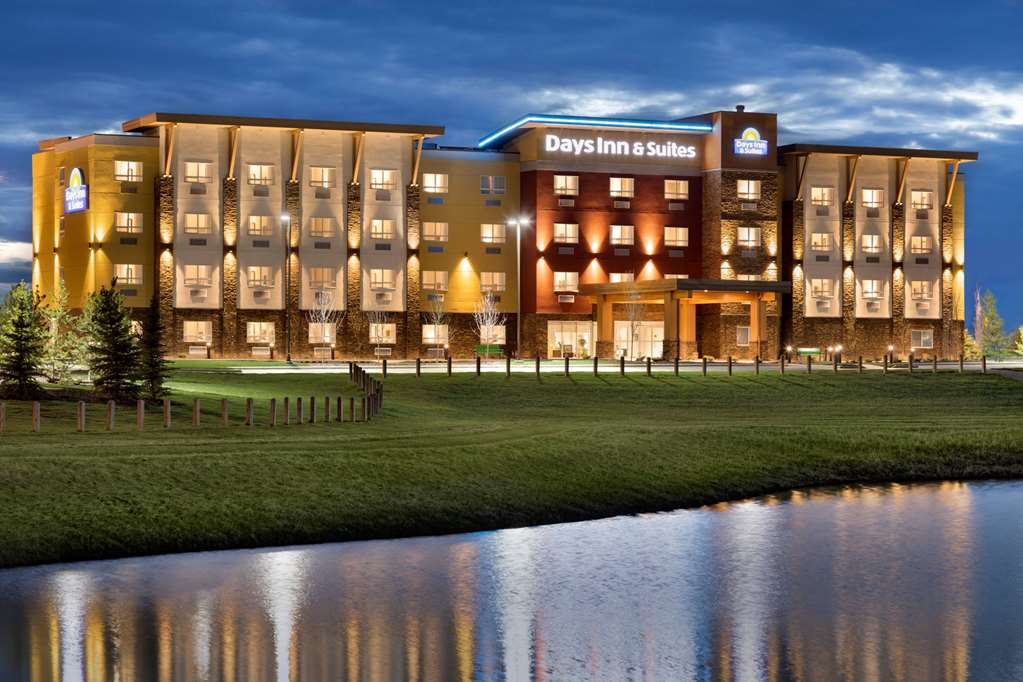Days Inn & Suites Airdrie
