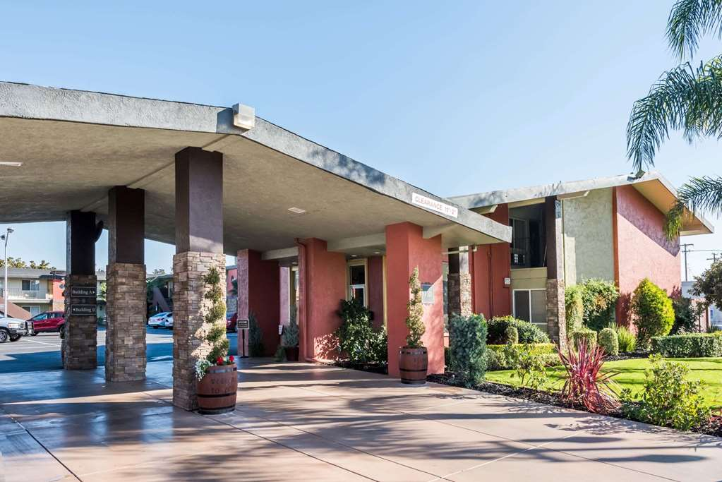 Days Inn & Suites Lodi