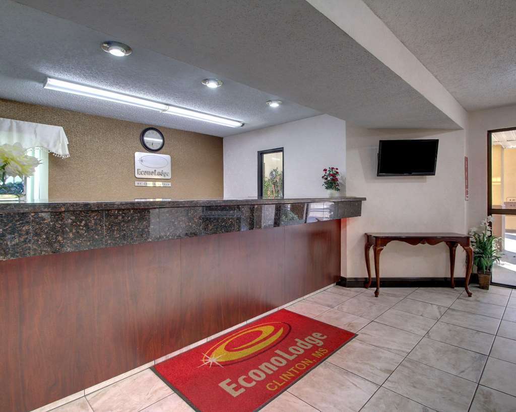 Econo Lodge Clinton - Clinton, MS 39056