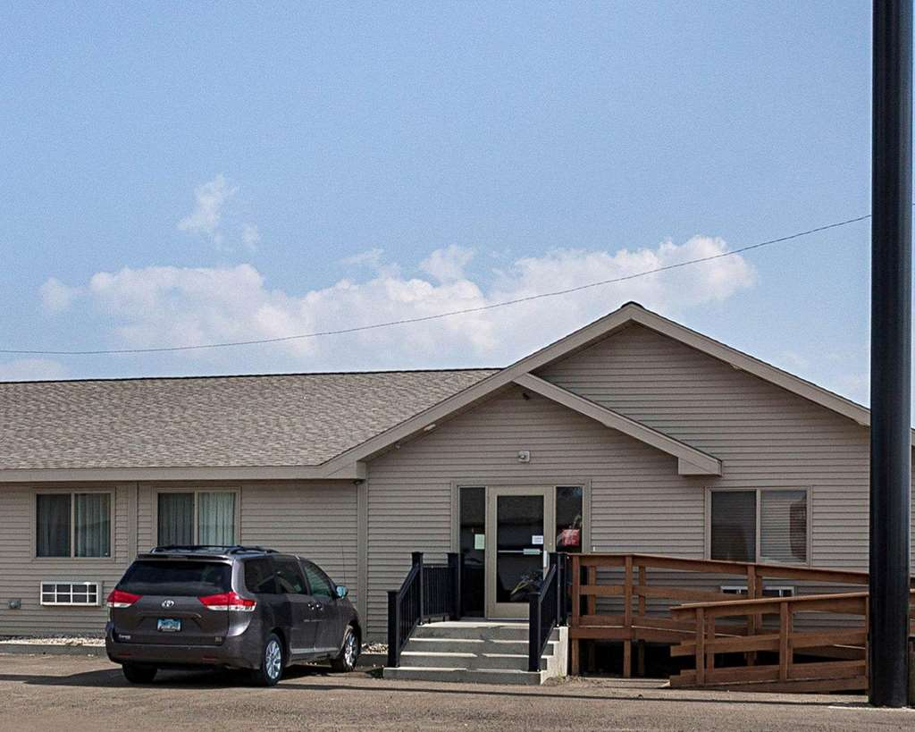 Econo Lodge Jamestown - Jamestown, ND 58401
