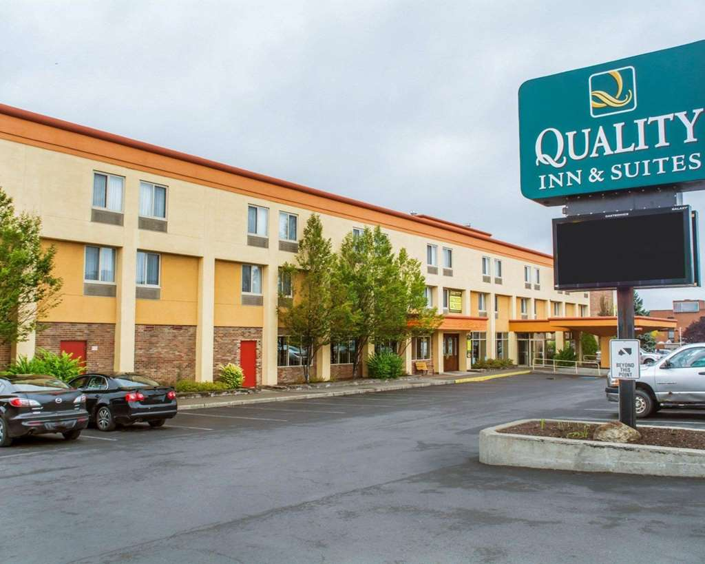 Quality Inn and Suites Riverfront