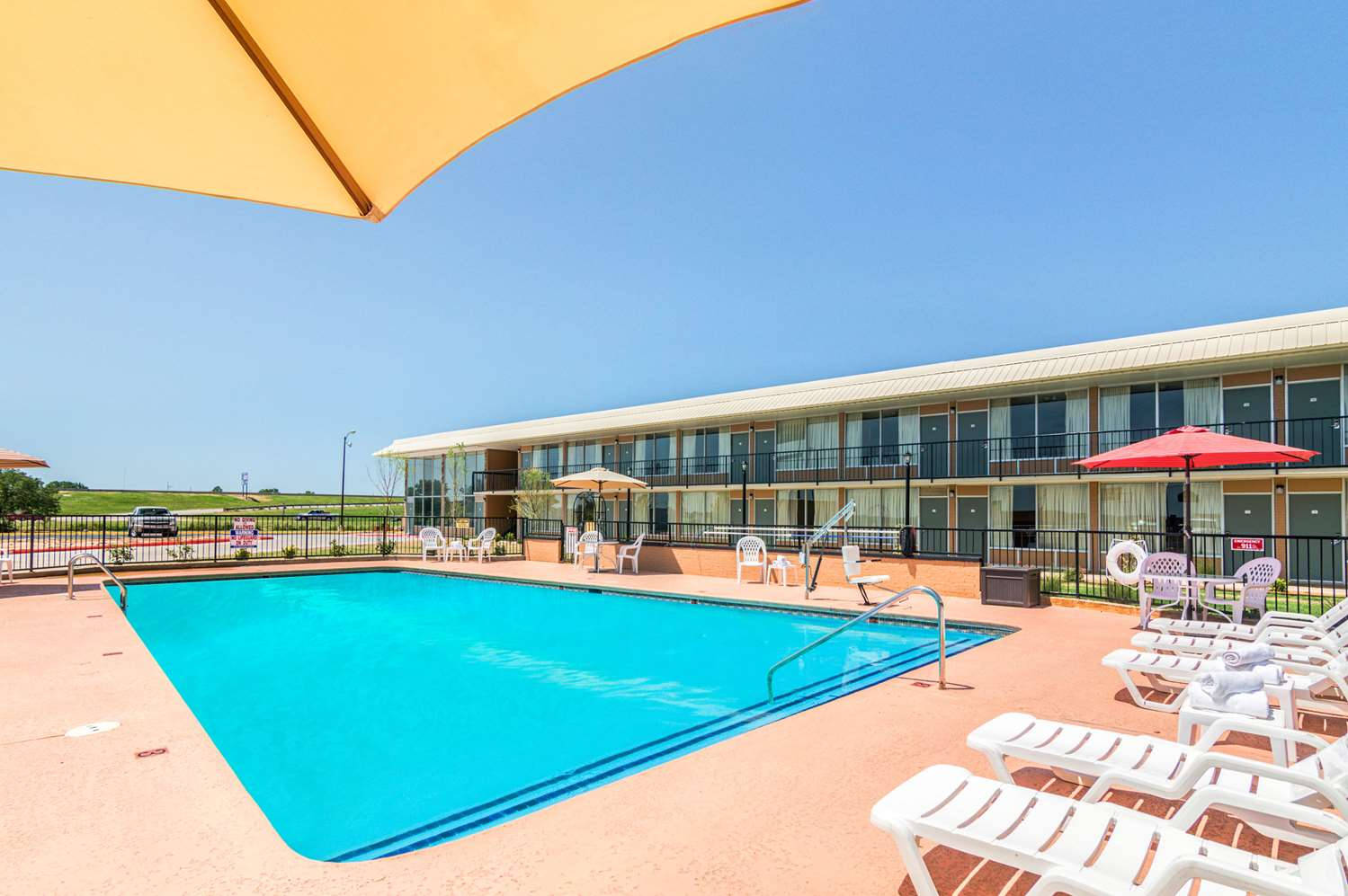 Pool - Quality Inn Shawnee
