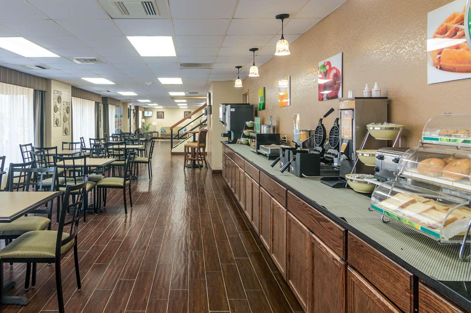 Restaurant - Quality Inn Shawnee
