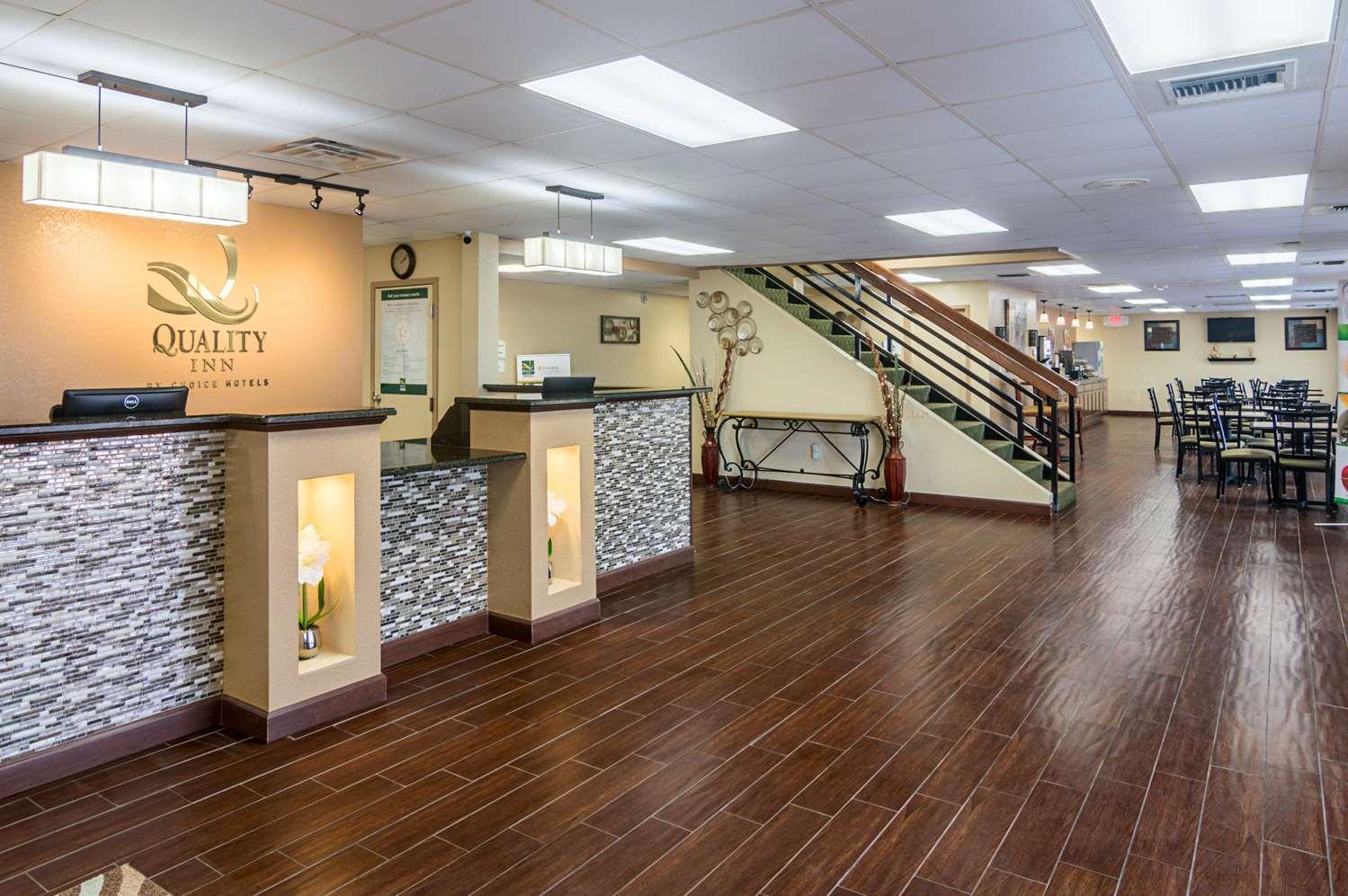 Lobby - Quality Inn Shawnee