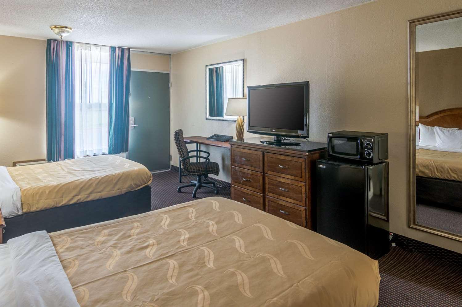Room - Quality Inn Shawnee