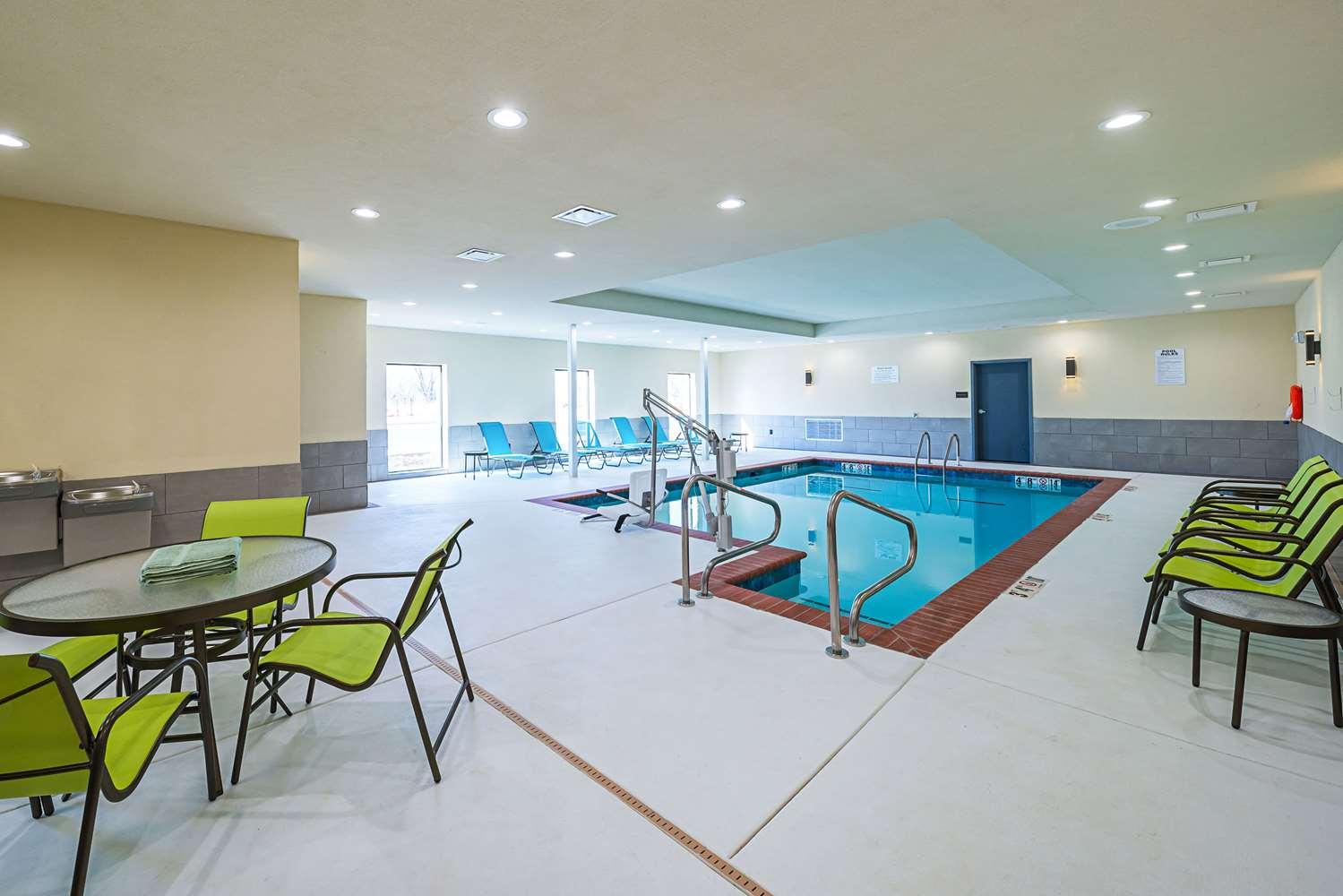 Pool - Comfort Inn & Suites Oklahoma City