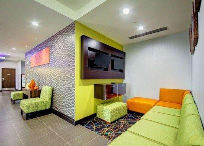 Lobby - Comfort Inn & Suites Tulsa