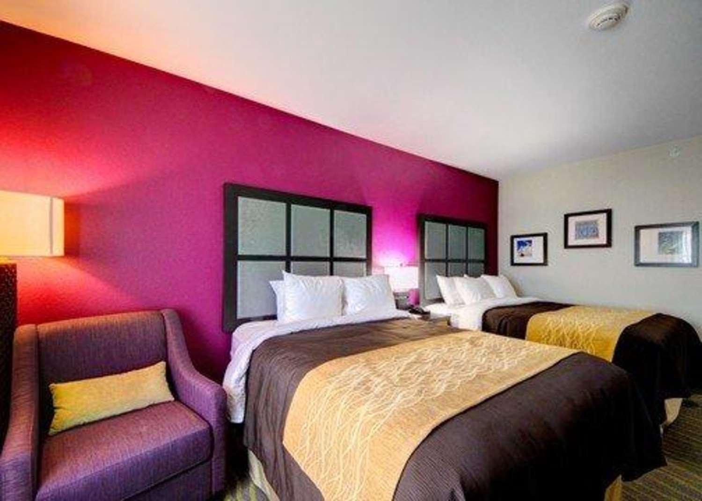 Room - Comfort Inn & Suites Tulsa