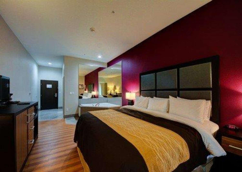 Suite - Comfort Inn & Suites Tulsa