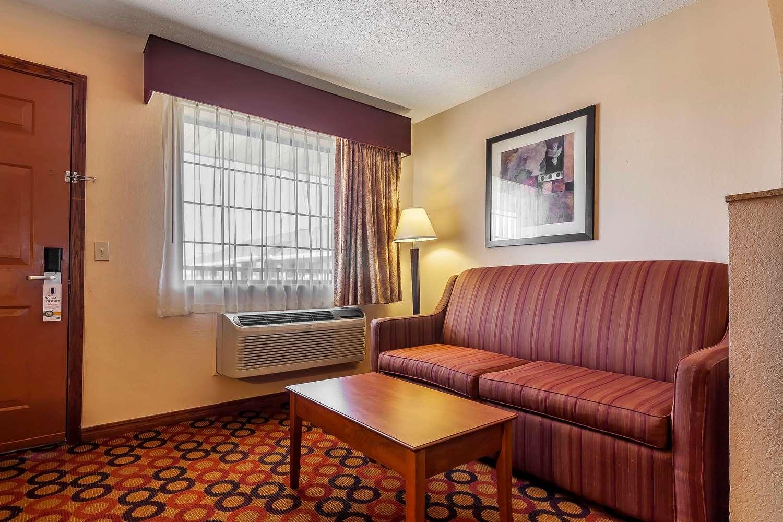 Room - Quality Inn & Suites Owasso