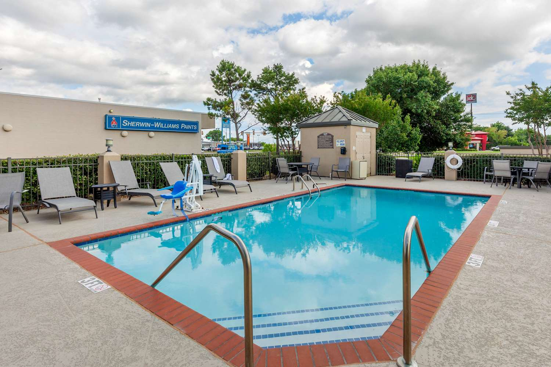 Pool - Quality Inn & Suites Durant