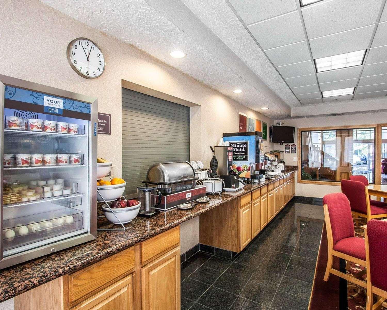 Restaurant - Comfort Suites Clackamas