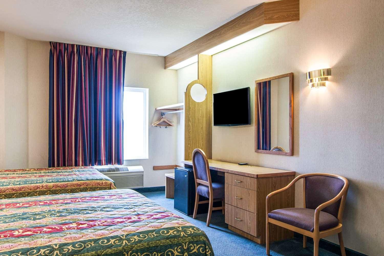 Room - Rodeway Inn Salem