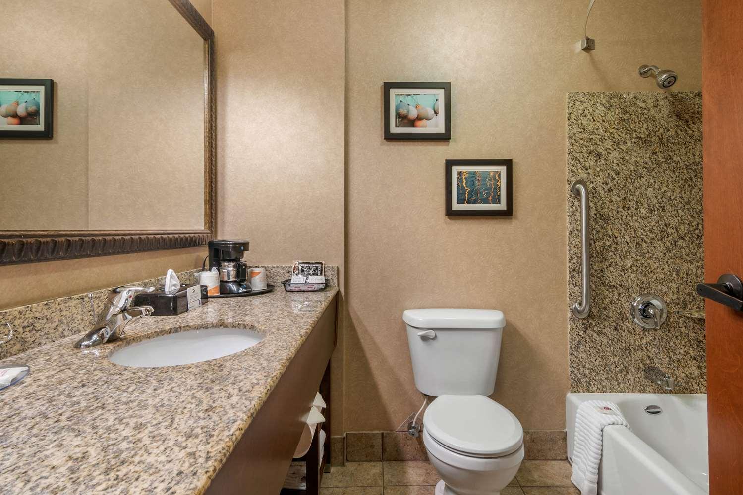 Room - Comfort Inn & Suites Lincoln City