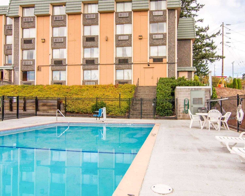 Pool - Quality Inn Tigard