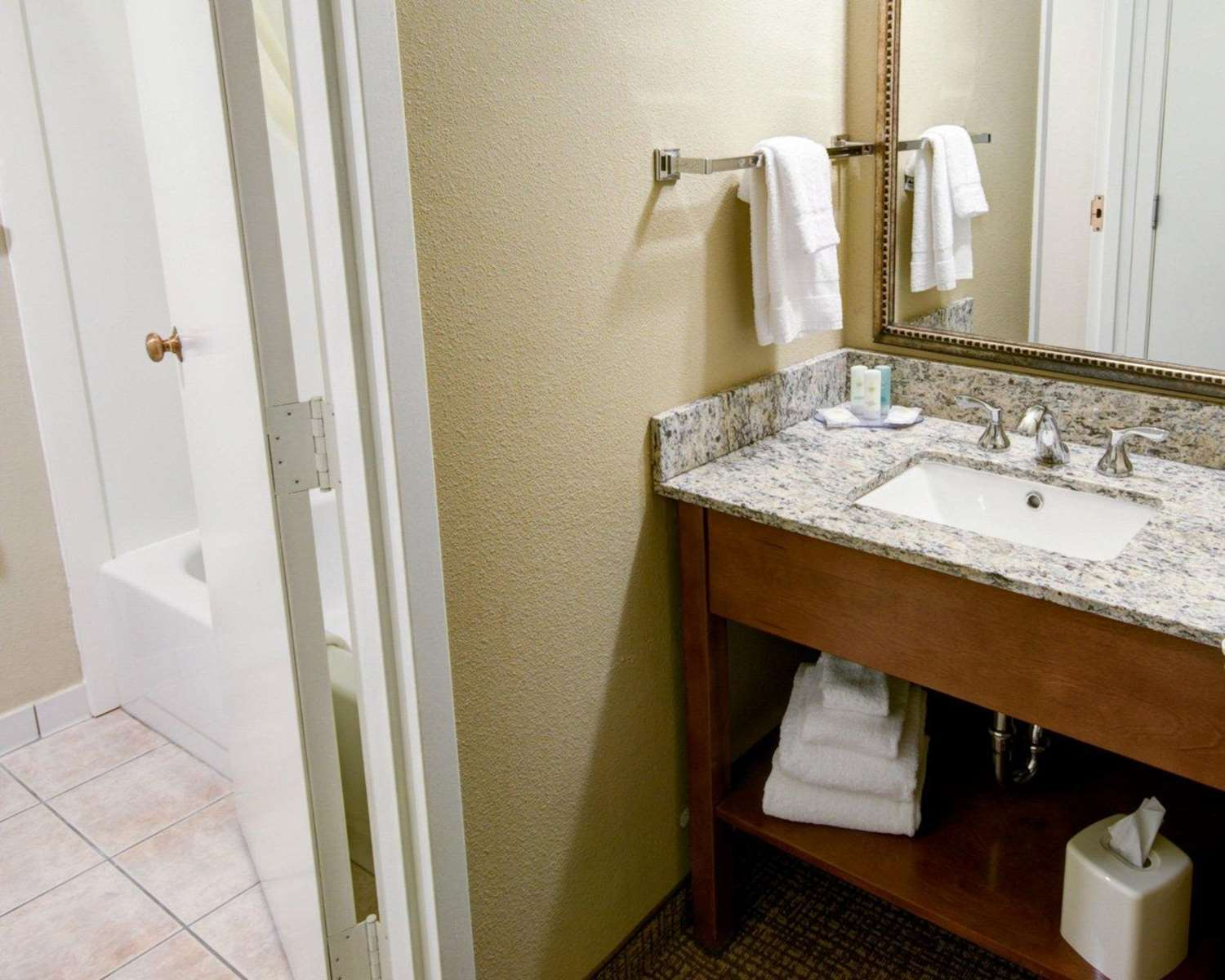 Room - Comfort Inn Greencastle