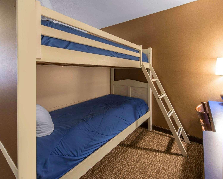 Room - Comfort Inn Erie