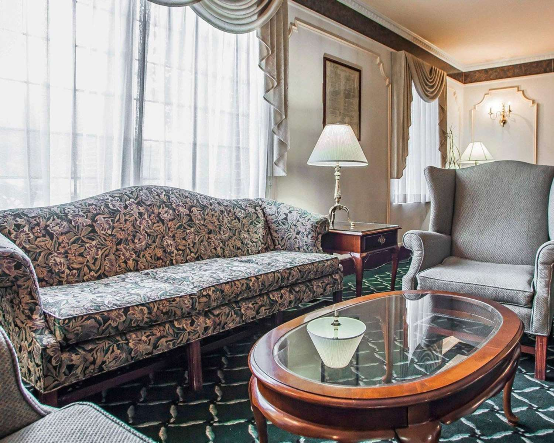 Lobby - Quality Inn Montgomeryville