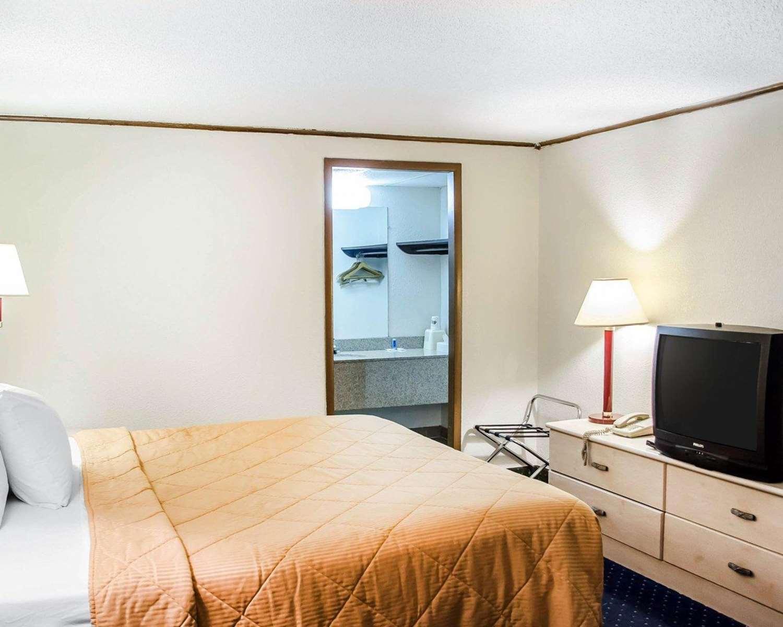 Room - Rodeway Inn Carlisle