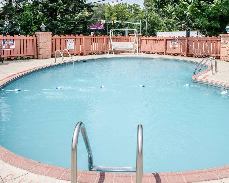 Pool - Rodeway Inn Carlisle