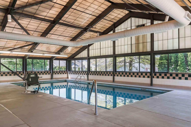 Pool - Comfort Inn Pine Grove