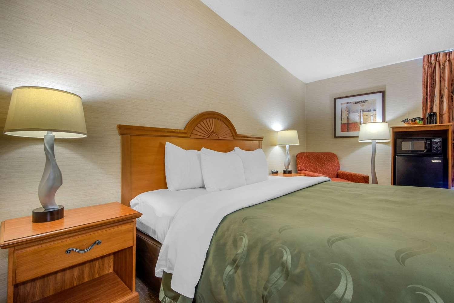 Room - Quality Inn & Suites Mansfield