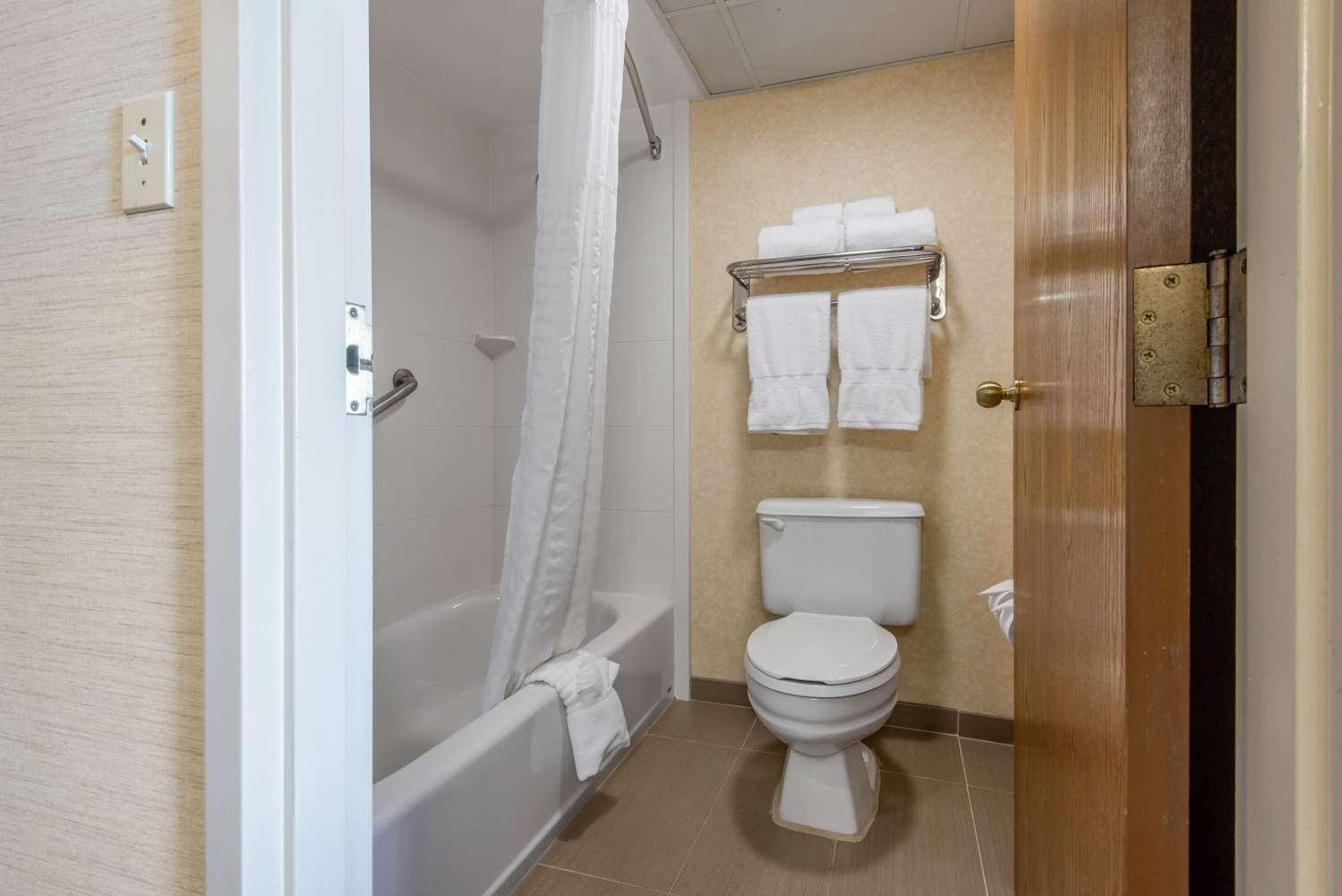 Suite - Quality Inn & Suites Mansfield
