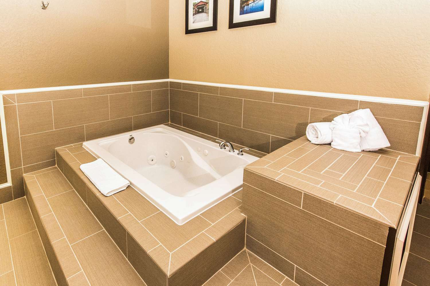 Room - Comfort Inn West Allentown
