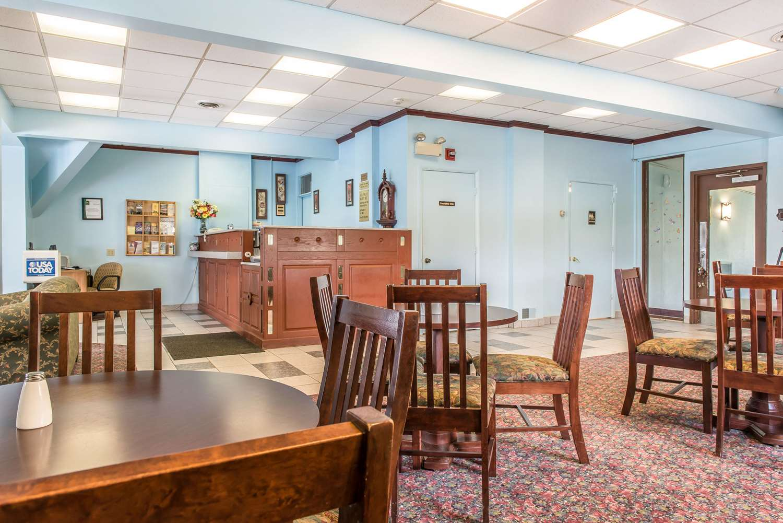 Lobby - Rodeway Inn Brookville