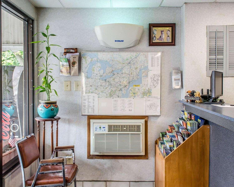 Lobby - Econo Lodge Frackville