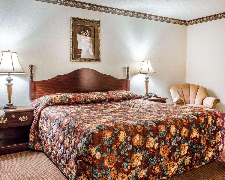 Room - Econo Lodge Frackville