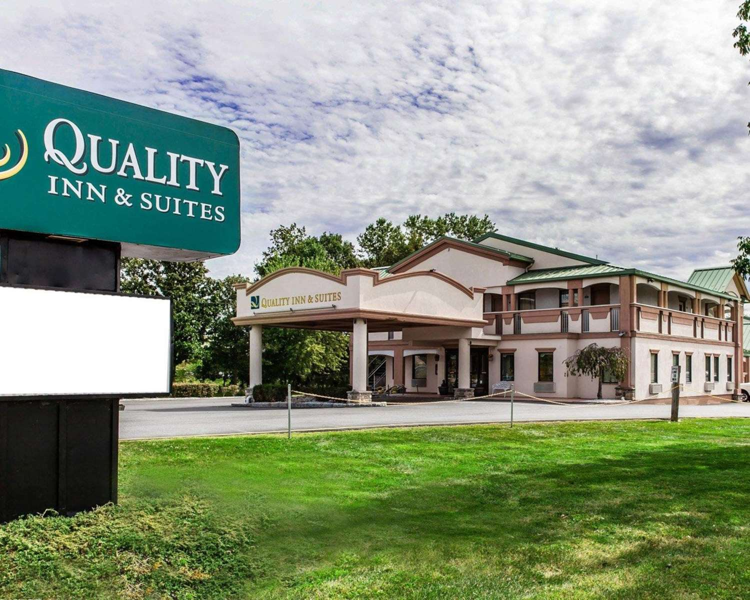 Exterior view - Quality Inn & Suites Quakertown