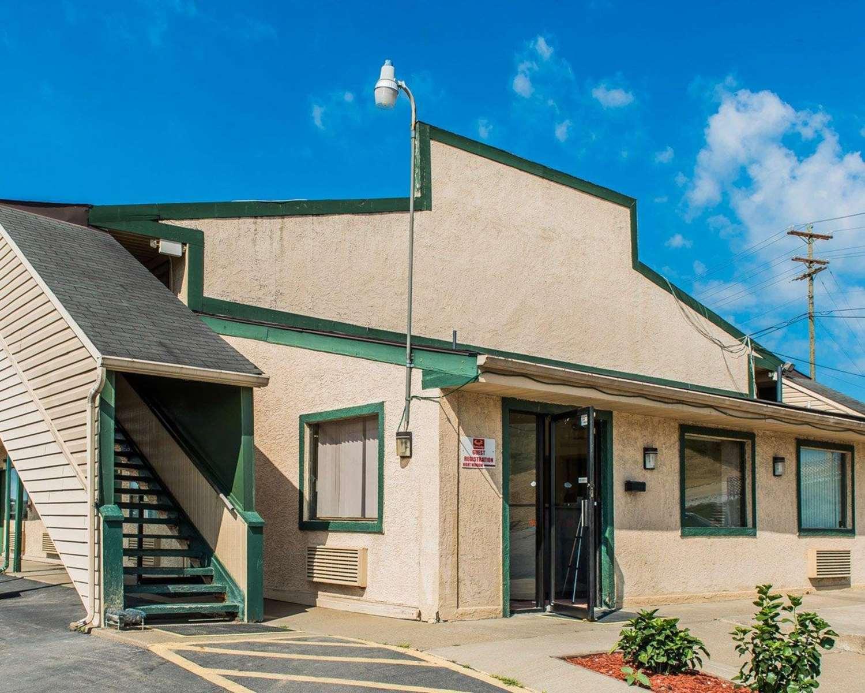 Exterior view - Econo Lodge Waynesburg