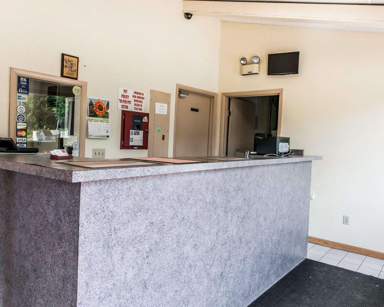 Lobby - Econo Lodge Waynesburg