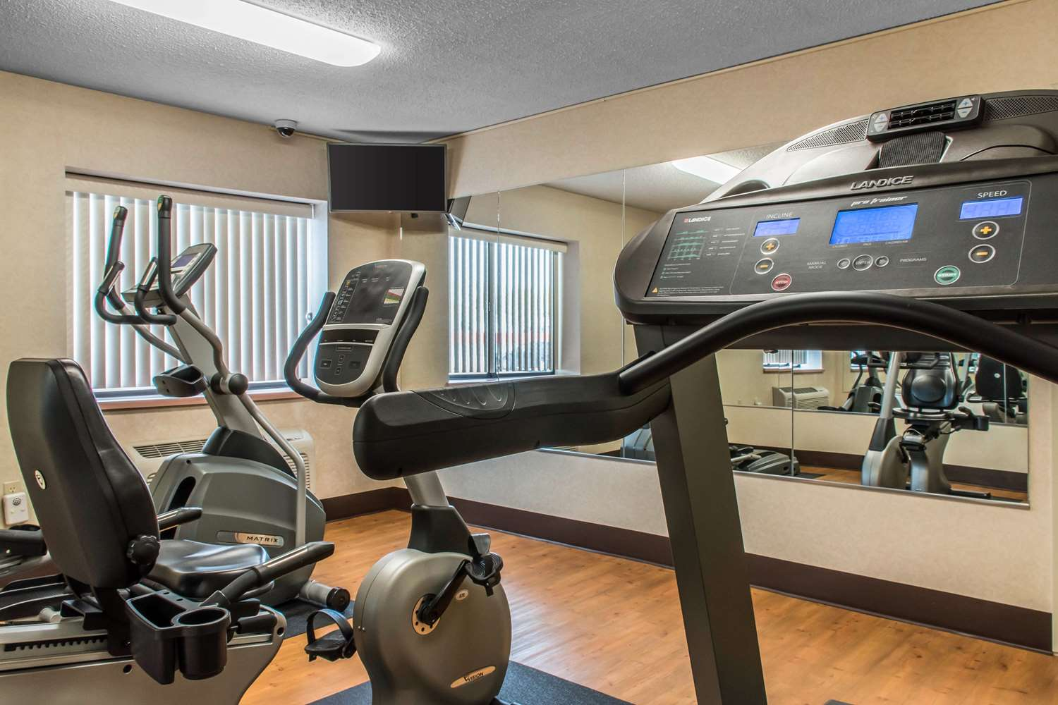 Fitness/ Exercise Room - Econo Lodge Wilkes-Barre