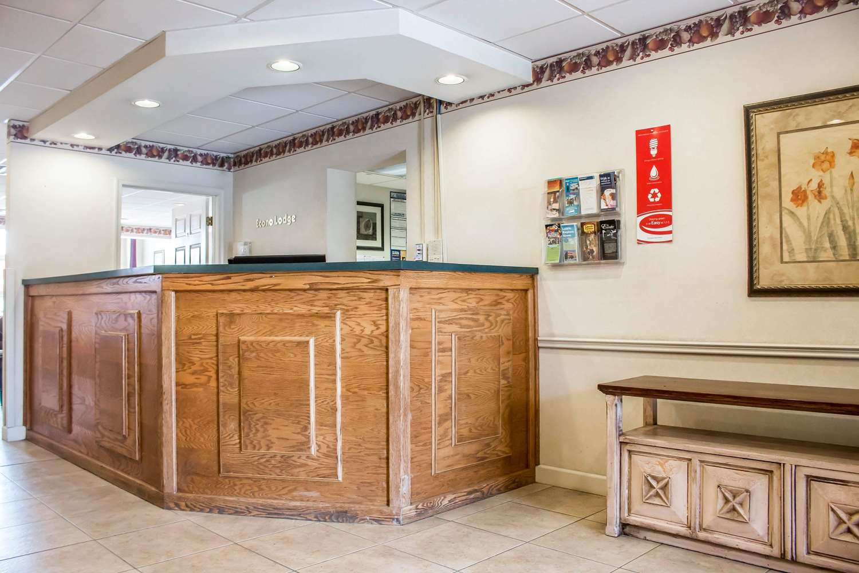 Lobby - Econo Lodge Williamsport