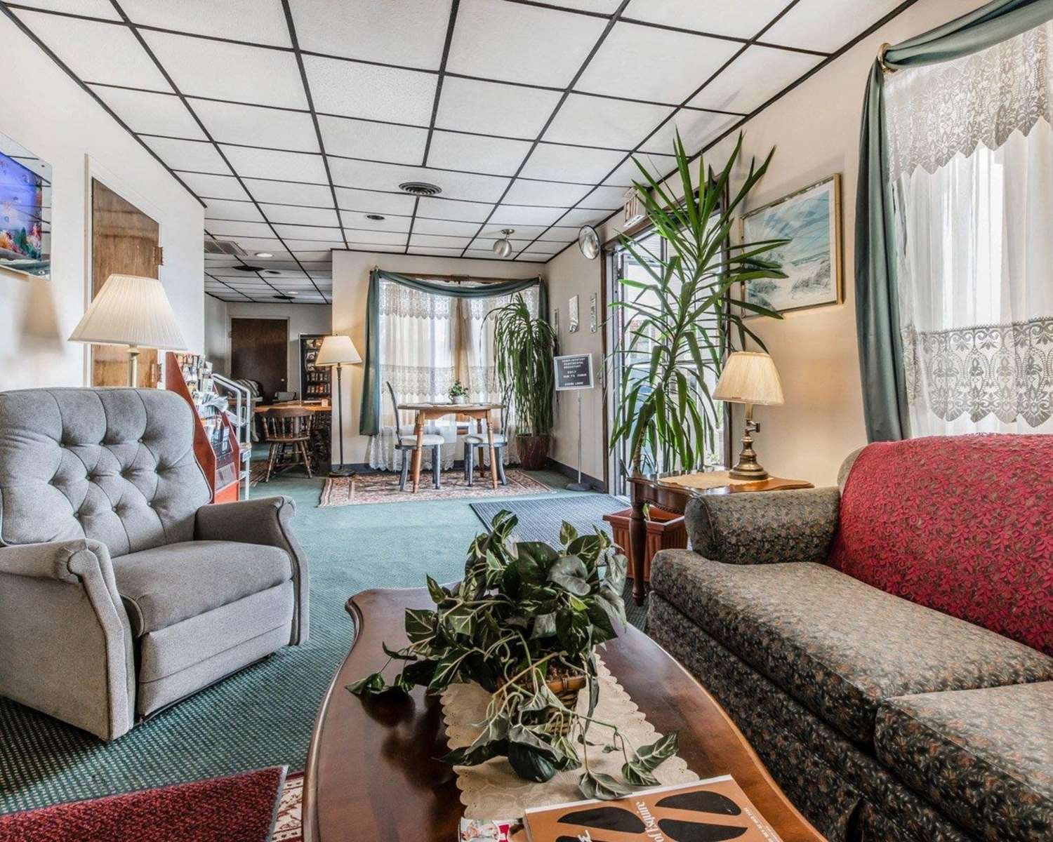Lobby - Econo Lodge Altoona