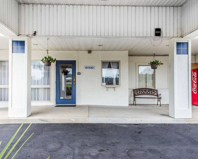 Exterior view - Econo Lodge Mechanicsburg