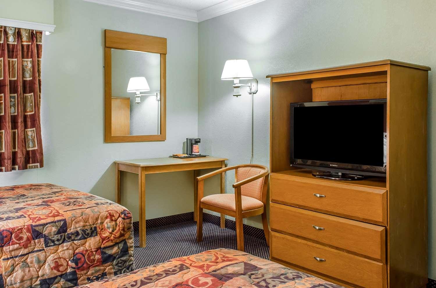Room - Rodeway Inn Allentown