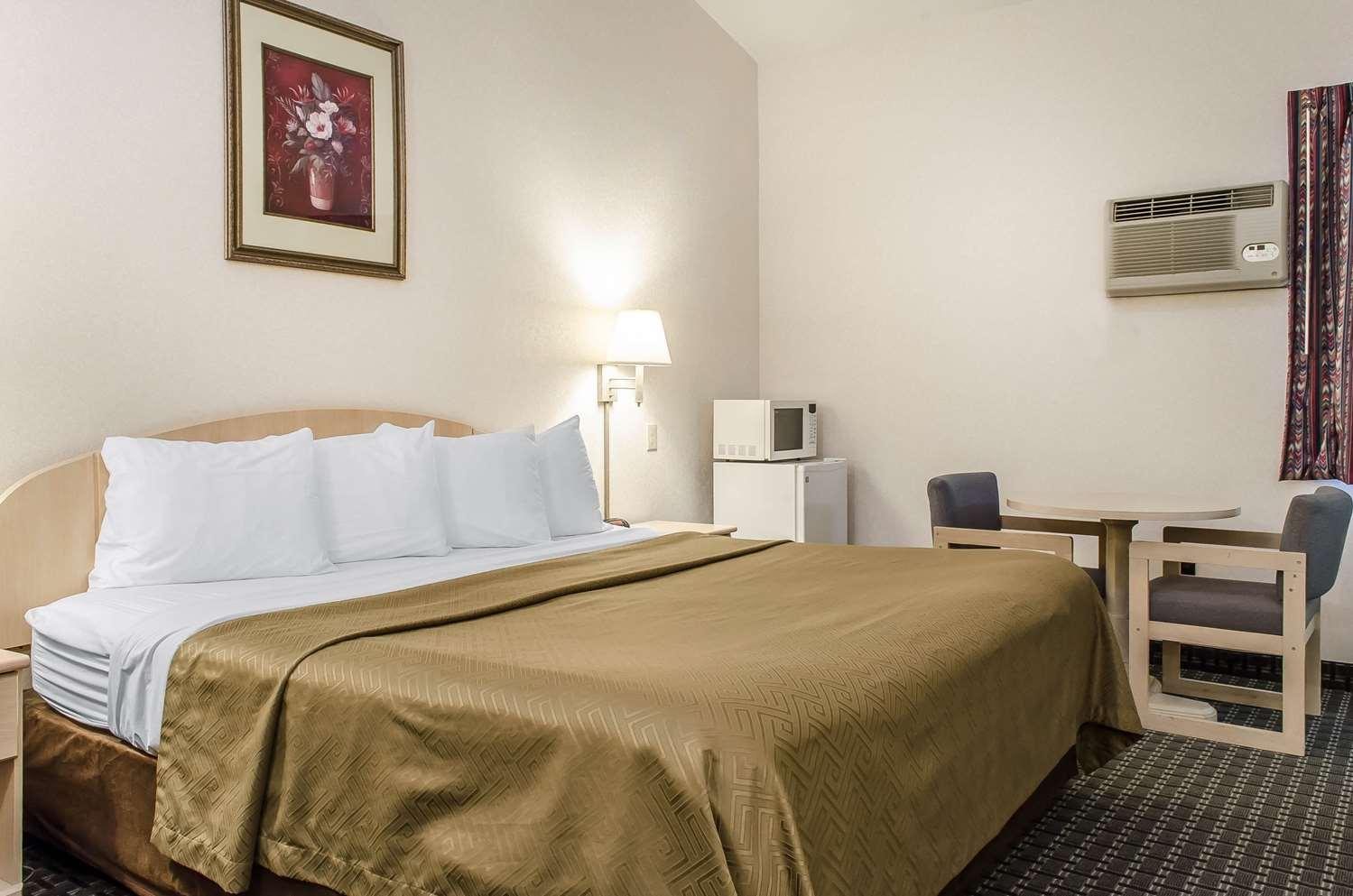 Room - Rodeway Inn State College