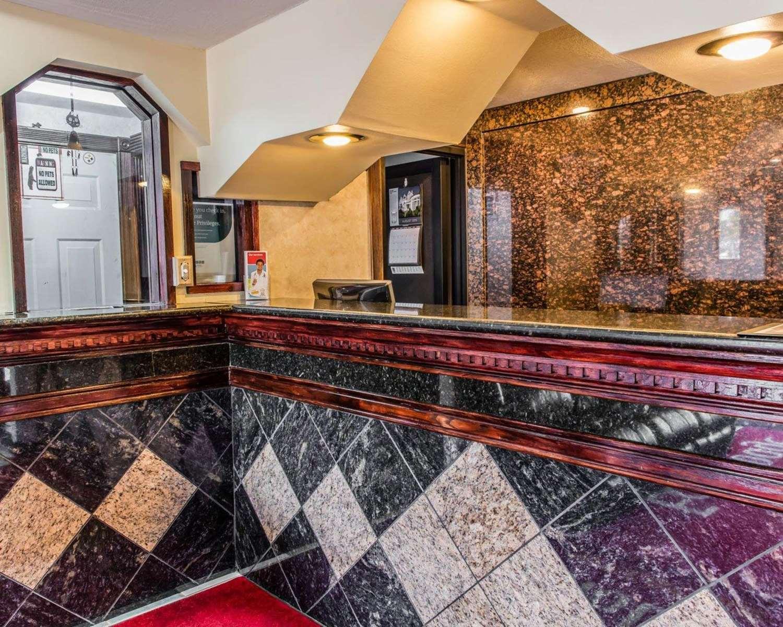 Lobby - Econo Lodge Pittsburgh