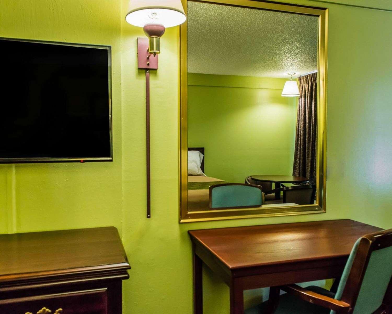 Room - Econo Lodge Pittsburgh