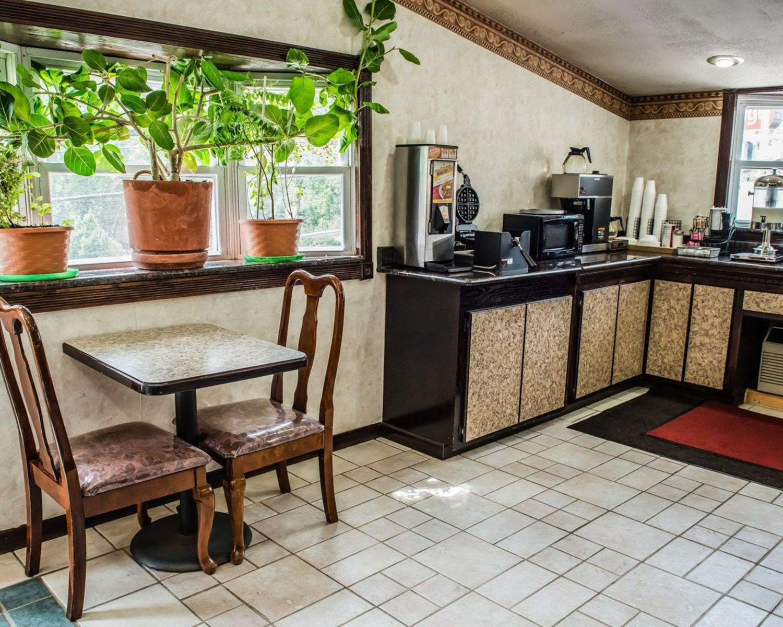 Restaurant - Econo Lodge Pittsburgh