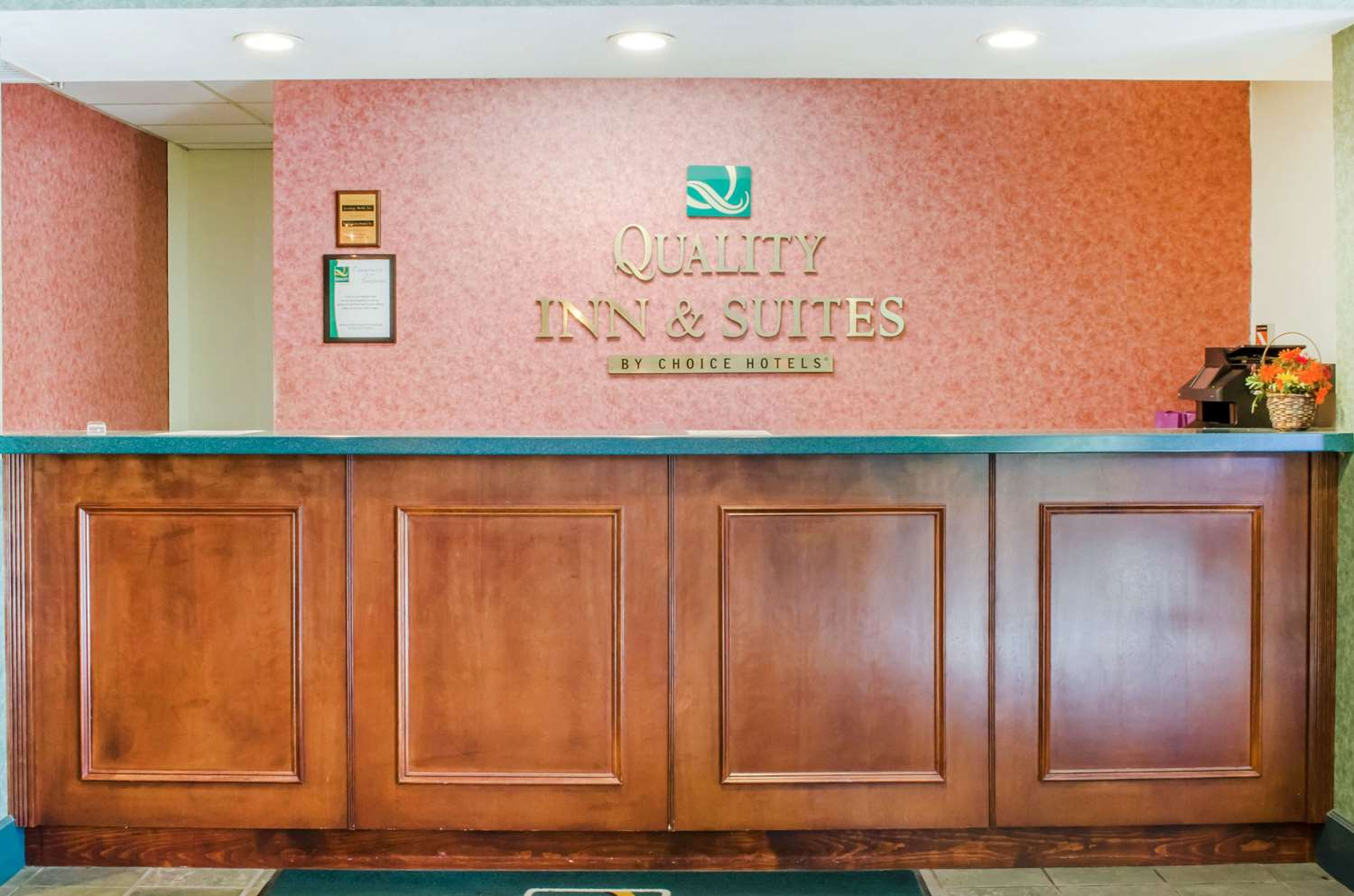 Lobby - Quality Inn & Suites Burnham