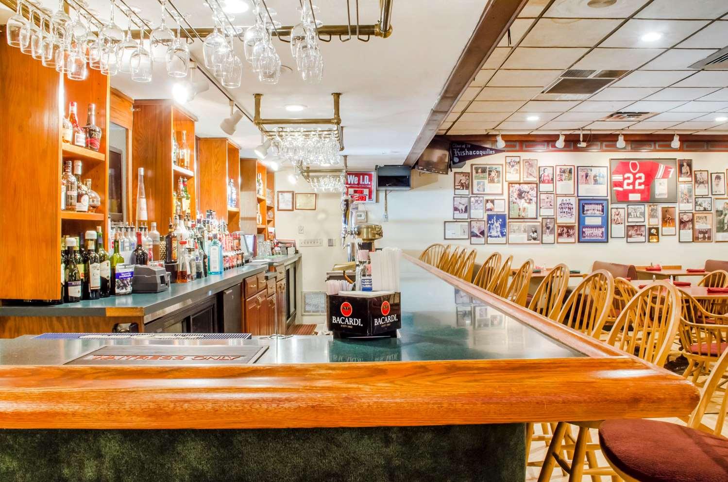 Bar - Quality Inn & Suites Burnham