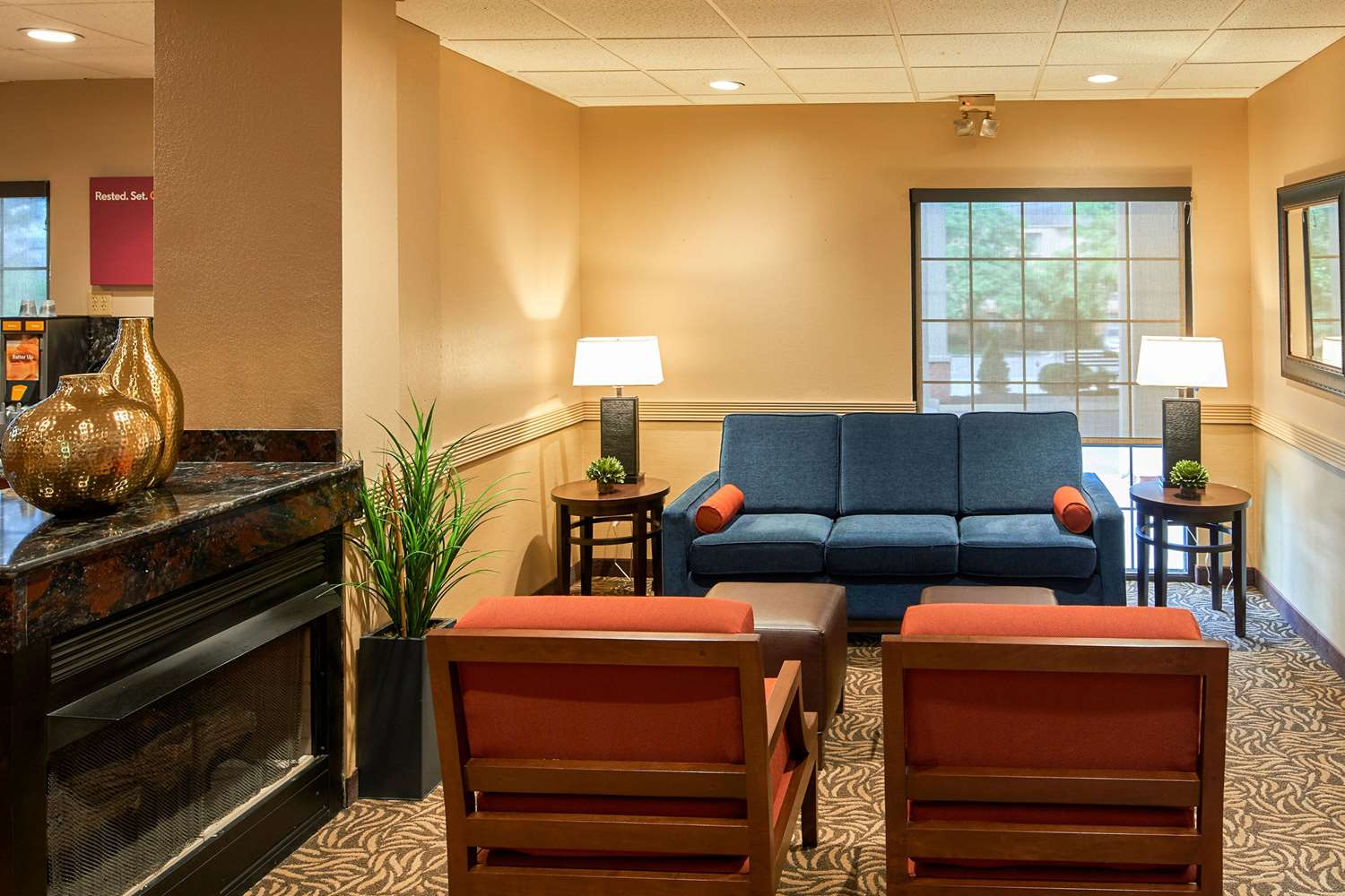 Lobby - Comfort Suites State College