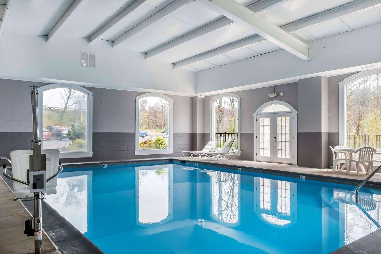 Pool - Comfort Inn Pocono Mountain White Haven