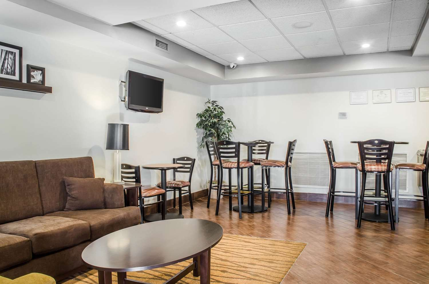 Lobby - Sleep Inn & Suites Bensalem