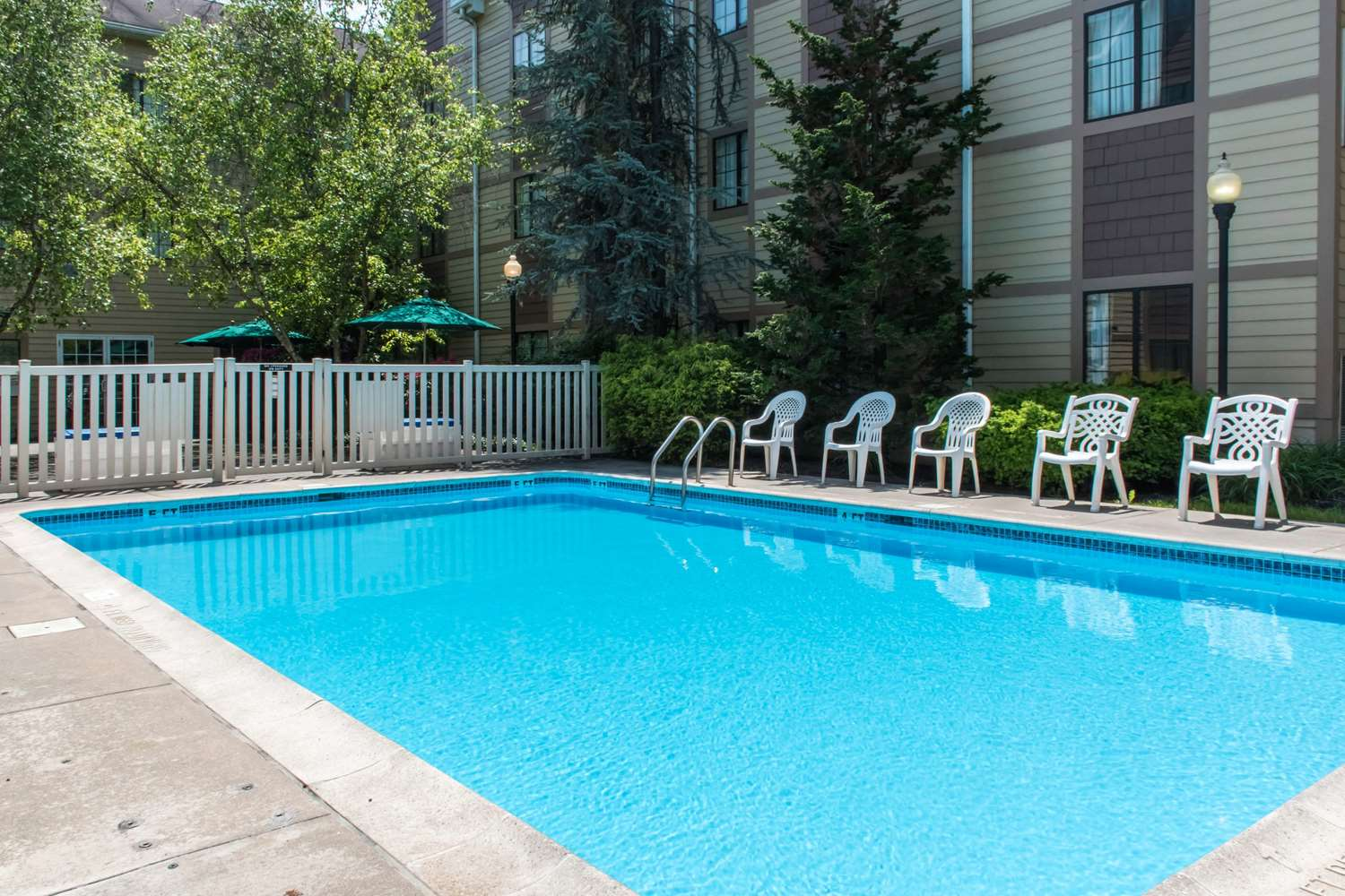 Pool - MainStay Suites Mountville
