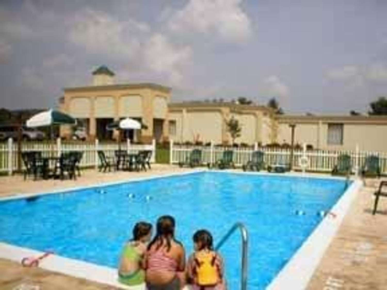 Pool - Quality Inn & Suites Danville